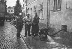 Auspumparbeiten am Marktplatz beim Gasthaus Birgl