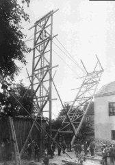 Errichtung des Schlauchturmes 1932